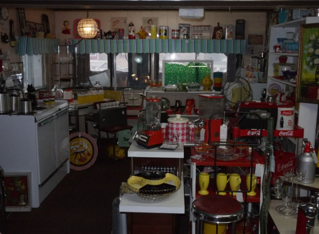 volo antiques kitchen 574