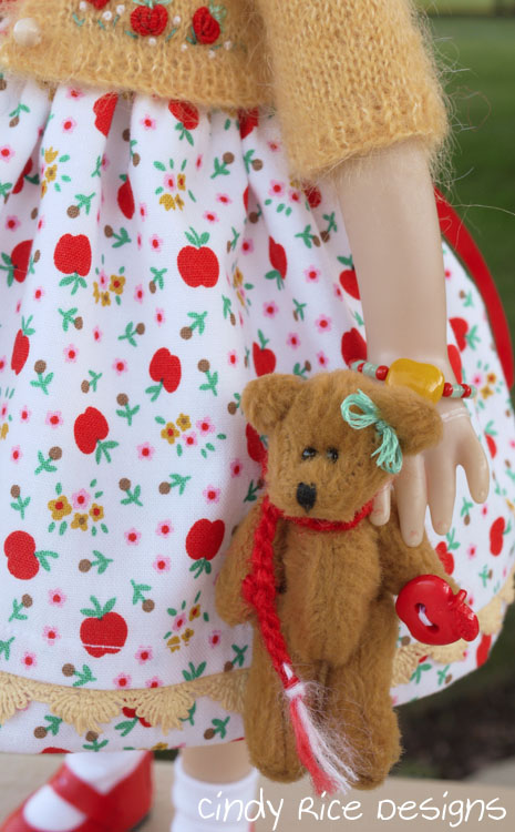 teddy-n-me-and-the-apple-tree-486