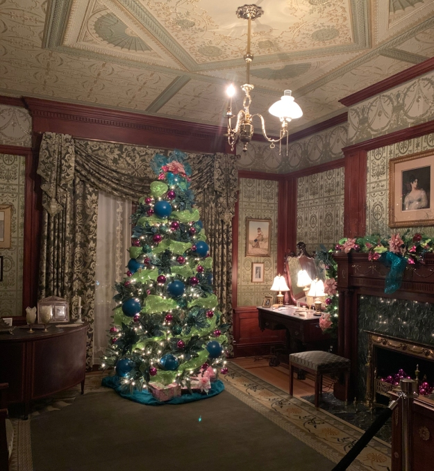 2019 christmas pabst mansion emmas bedroom 4890