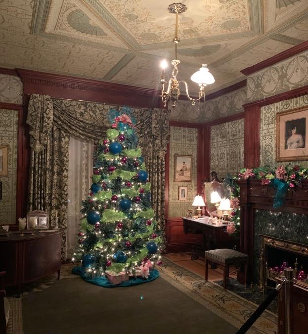 2019 christmas pabst mansion emmas bedroom 4890