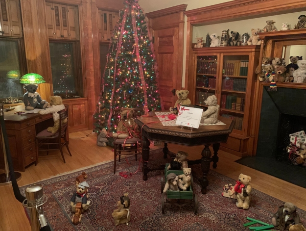 2019 christmas pabst mansion library 4923
