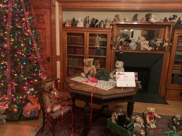 2019 christmas pabst mansion library 4925