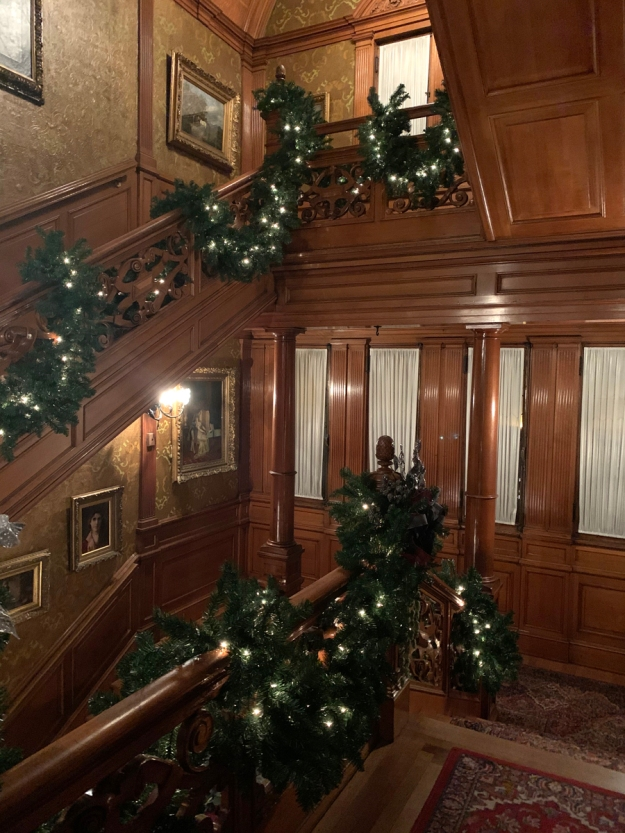 2019 christmas pabst mansion staircase 4891
